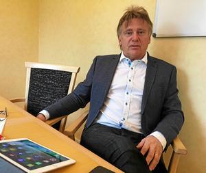Jan Lindström har mycket att stå i för närvarande. Förutom att vara chef i Stadshuset så basar han också över räddningstjänsten.