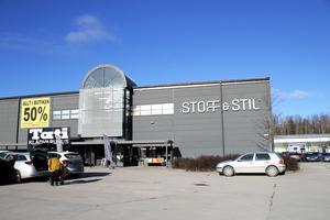 Stoff & Stil ligger bredvid Tati snett emot Biltema på Erikslund.
