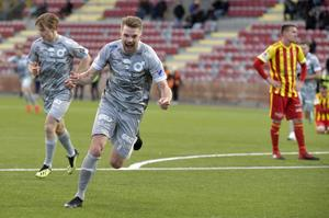 Erik Björndahl jublar efter sitt 4–1-mål i superettan mellan Syrianska FC.
