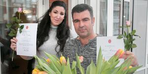Celia Collazo och Hossein Mohammadi var några av de stolta medarbetarna på Lotsen som fick ta emot sitt kursintyg ur drottning Silvias hand.