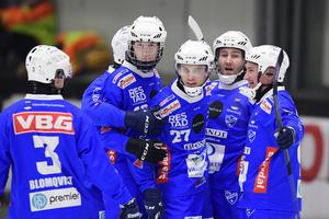 IFK Vänersborgs spelare ställer sig bakom klubben, berättar P4 Väst.