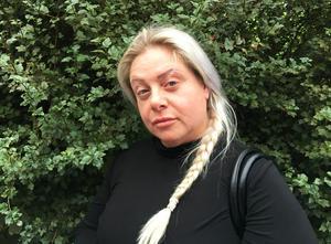 """– De ville få mig att skriva under ett """"håll käften-avtal"""", säger Anette Ekström, som samlar namn på en lista bland boende för en extrastämma."""