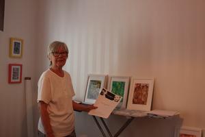 Britt-Inger Vikberg är pensionär och medlem i flera olika välgörenhetsorganisationer. Konstnärskarriären beskriver hon som att hon lever sin dröm. Hon varvar barnbarn och familjeliv med meditation, motion och skapande.