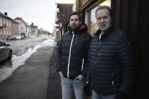 Niklas Ohlsson och Göte Hammarström är trötta på skrotbilar som hindrar snöröjning och motverkar ett trevligt intryck av Sveg.