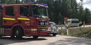Flera personer fick hjälpas ut ur fordonen efter olyckan.