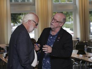 Ludvikahems ordförande Ingvar Henriksson (S) kommer att möta kraftigt mothugg i kommunfullmäktige, klargör Benny Rosengren (SD).  Sverigedemokraterna säger tills vidare bestämt nej till utförsäljningar.