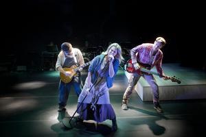 Rockigt bondeuppror. Från vänster Per Fritz, Sanna Krepper, och Mattias Redbo.Fotograf: Markus Gårder