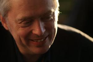 Claes Olson från Gävle har varit ansvarig för att välja ut låtarna och skriva historietexterna i boxen. Foto: Privat.