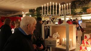 Flera passade på att köpa ljusstakar inför advent.