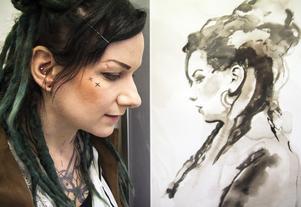 Emilia Lindberg vid sitt självporträtt
