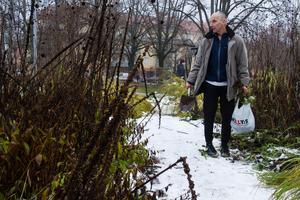 Pappa Roger Söderberg jobbade som parkarbetare på Avesta kommun på 80-talet. Nu var han på plats för att hjälpa dottern.