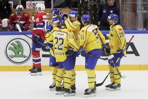 Tre Kronor firar ett mål mot Norge. Foto: Mats Andersson / TT.