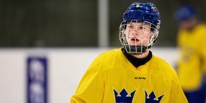 Victor Söderström i landslagströjan. I juli får han spela med Juniorkronorna. Bild: Tobias Sterner/Bildbyrån.