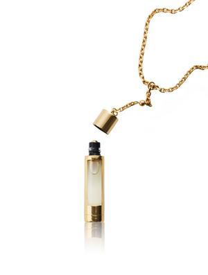 The Piece, en accessoar som är smycke och doftbärare i ett, designad av Noomi Rapace. Foto: N.C.P