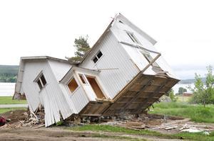 Det gamla huset var i dåligt skick. Marie och Mårten valde att riva det.