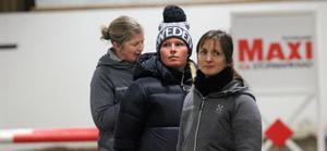 Stephanie Holmén, i mitten, hade lockat storpublik till Ås