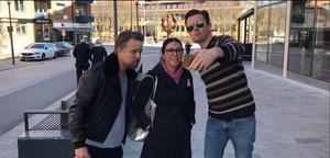 Under sin dryga halvtimme i Västerås presenterade Filip och Fredrik sin film, men fick även ta många bilder med fans.