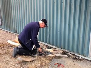 Mats Svedberg försökte se till att förstörda dräneringsrör skulle fungera vid strumpfabriken.