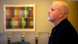 – Man hör fel och uppfattar fel och många namn kan man tänka sig ligger nära varandra, säger Bengt Eriksson, st f verksamhetschef vid Rättspsyk, som en förklaring till att fel patient ofta skrivs in eller skrivs ut.