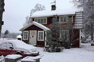 Exekutiv auktion. 1½-plansvilla fördelat på 3 rum och kök belägen cirka sex kilometer söder om Rättvik.Foto: Kronofogden