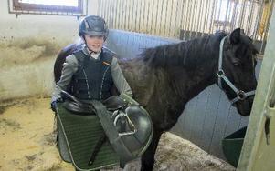 Evelina Kull kom både etta och tvåi ponnyklassen. Hon vann med hästen Blacky samt kom tvåa med sin egen häst Elicia.