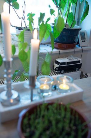 Mats älskar folkvagnsbussar. Det syns även i hemmet. Den lilla miniatyren är en radio som kan blinka med lamporna.