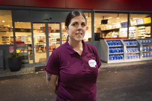 Maria Larsson byter från 7-Eleven till Välkommen in sin butik på Shellmacken på Kolvägen i Sundsvall.