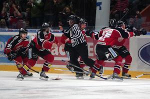 Modojubel efter Per Svartvadets avgörande i sjunde kvartsfinalen 2007. Bild: Roger J Karlzon/Scanpix