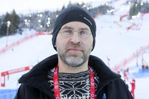 Klimatforskaren Torbjörn Skytt är, trots St Olavsarrangörernas införande av hybridbilar, tveksam till hur miljövänligt loppet egentligen är.