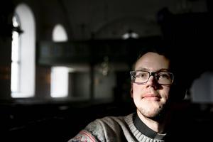Kyrkoherde Kalle Bengtz varnar Faluborna för blomsterbedragare.