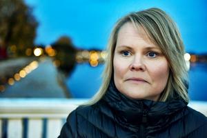 Carina Linhein, boende i Älvdalen, berättar att de, tillsammans med många andra, nu försöker driva på en förändring för att få bukt med all spelreklam.