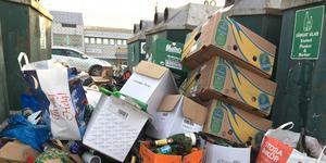 En mur av sopor hindrade alla som ville sopsortera på FTI:s avdelning av Ängsgärdets återbruk.