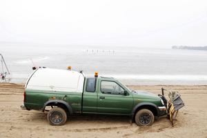 Enligt den anonyma anmälaren är en av de två plogbilarna den här Nissan King Cab som ska ligga på Storsjöns botten. Bilden är från 2014 då tävlingarna ställdes in på grund av för dåliga isförhållanden.