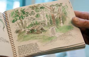 I mängder av små skissböcker dokumenterar Stig Stjernberg sin värld på sitt sätt - i teckningar. Vi som är hänvisade till kameran kan bara sucka av avund. Här miljö vid Sidsjön.