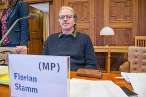 Florian Stamm (MP) röstade emot att ge privata marknaden möjlighet att bygga kulturhus på busstorget och anser att det är en fråga för kommunen att lösa. Han fick stöd av V, men det hjälpte föga.