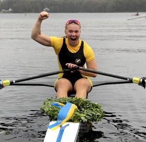 Elin Lindroth med Solleröns första SM-guld i seniorklassen sedan 1994. Bild: Annelie Birkeholm