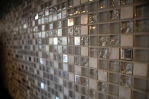 Mosaik på köksväggarna.