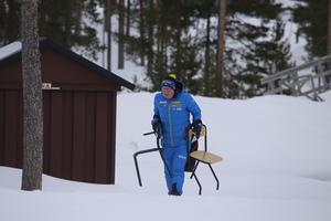 Pichler är en av de första på plats  innan träningen för de sista förberedelserna inför passet.