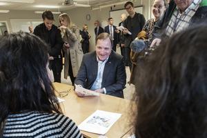 Statsminister Stefan Löfven besöker Vuxenutbildningen i Gävle.
