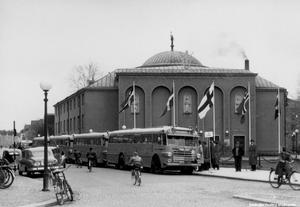 Så här såg den ursprungliga konserthusentrén ut. Bilden från 1952. Okänd fotograf.  (Bildkälla: Örebro stadsarkiv)