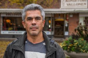 """""""Folk är rädda och man tittar sig omkring när man är ute. Även som vuxen kan man vara rädd att gå ut på kvällen"""", säger Ayman Hamade ."""