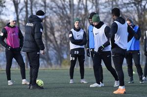 Snöfallet och det dåliga vädret gjorde att J-Södra fick lägga sista träningspasset inför matchen mot Gais på Rosenlund.