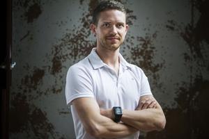 Magnus Lampert kommer att coacha Helahälsan-deltagaren under tre månader. För den första veckan har ett intensivt träningsprogram lagts upp.