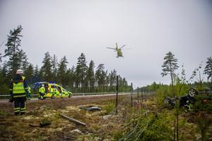 Foto: Niklas Hagman. Dalarnas ambulanshelikopter på uppdrag.