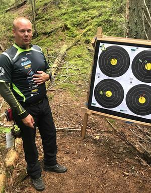 Erik Jonsson har vunnit de tre senaste världsmästerskapen i fältskytte och siktar på ännu en guldmedalj i september nästa år. Foto: Roland Bärtilsson