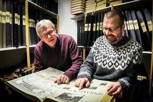 Magnus Bengtsson och Hans Lindberg sitter i Ljusnans arkiv och minns med glädje tillbaka på 40 år med Bollnäs Blås.