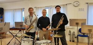 """I """"Peter Asplund Big Band"""" finns bland andra saxofonisten Magnus Blom (till vänster) och slagverkaren Johan Löfcrantz Ramsay. Peter Asplund leder storbandet."""