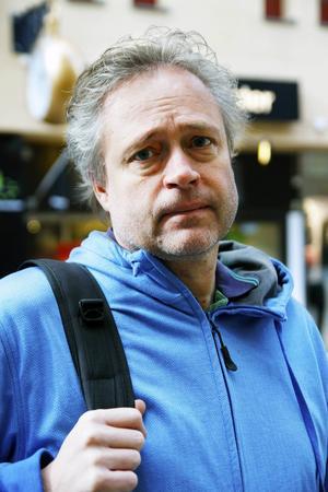 Christer Värmeling, Östersund:   – Jag bodde i Falkenberg då och dagen efter Estonia skulle vi åka båt från Helsingör. Det var en väldigt konstig stämning på båten. Jag kommer i håg att det stormade och man följde allt på tv.