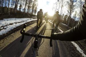 Johan Svedmark byter spinning mot landsvägscykling och under 8 måndagar kommer passen att vara inriktade på att lära sig köra i klunga och kedjekörning.