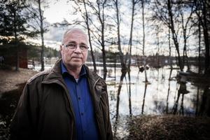 Jan-Åke Holmdahl, Falu kommuns vattensamordnare, anser att stövlar och paraply kan vara ett bra alternativ till Årets julklapp i Falun.